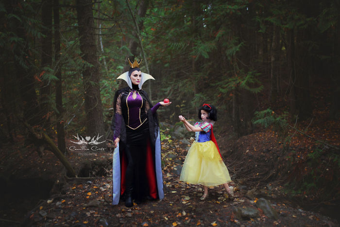 Mom And Her 7-Year-Old Daughter Cosplay As Disney Characters, And They Look Better Than The Originals
