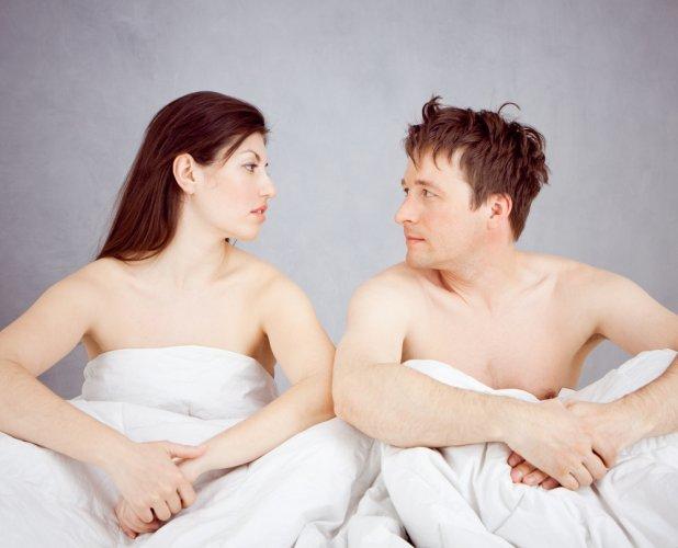 Habits men should avoid on bed